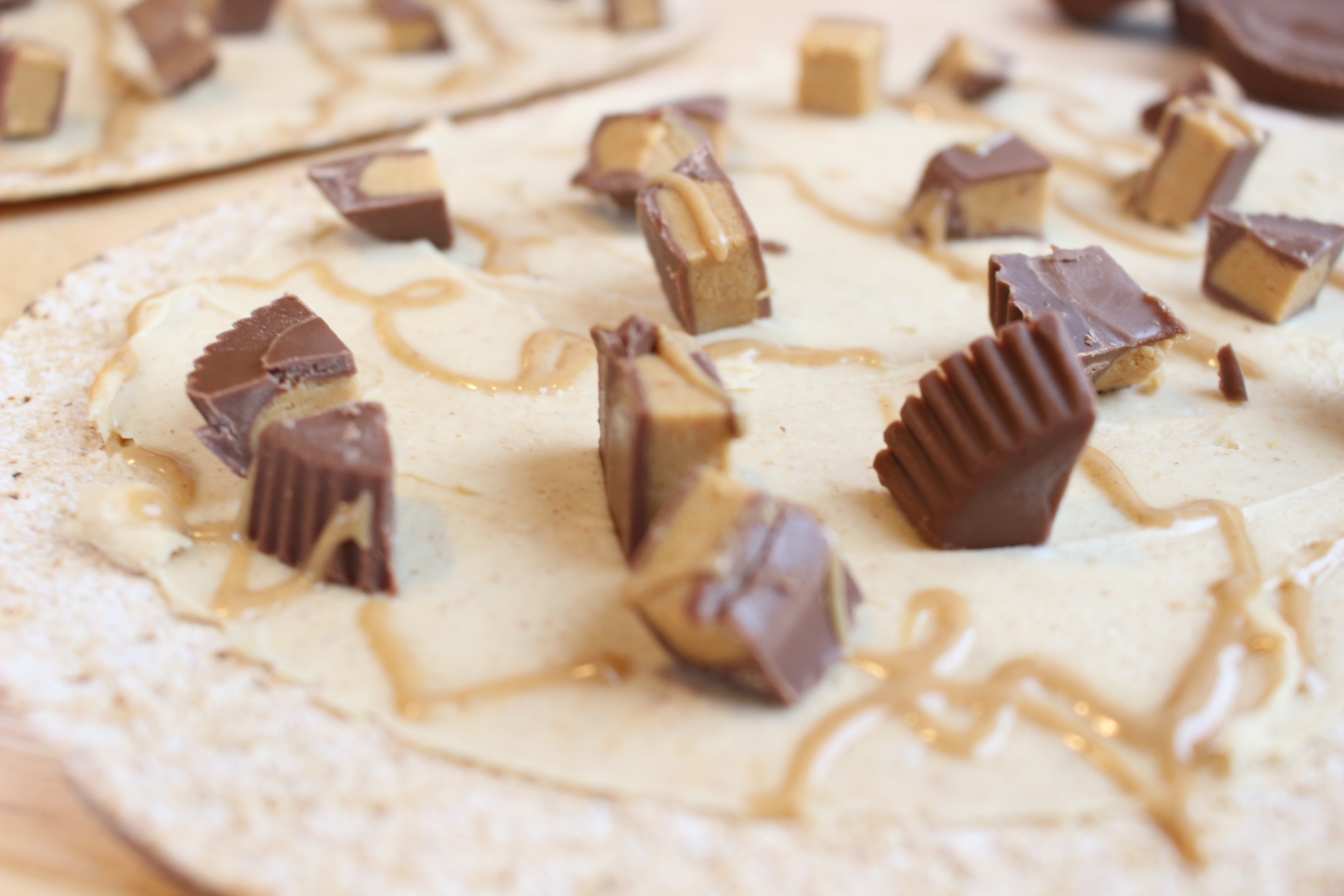 Peanut Butter Cup Pizza - Mom to Mom Nutrition