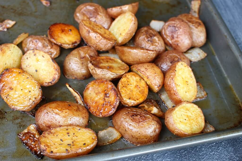 Smoked Paprika Roasted Potatoes make an easy and colorful side dish ...