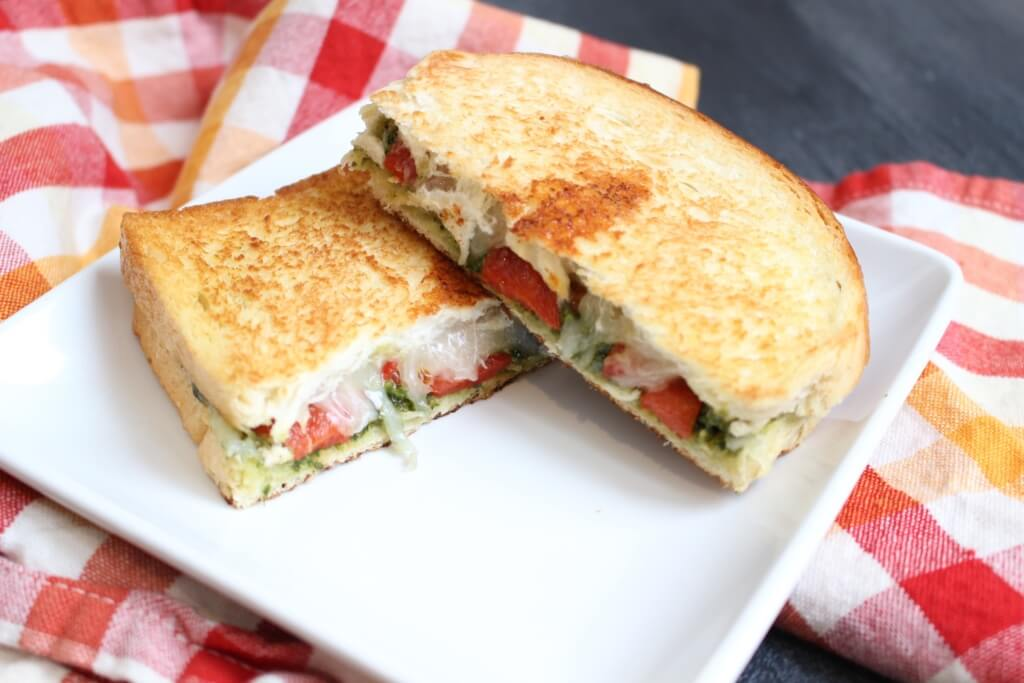 Roasted Red Pepper and Pesto Grilled Cheese Sandwiches - Mom to Mom ...